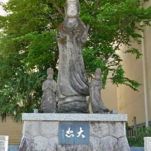 吉浜人形本店前のコンクリート像