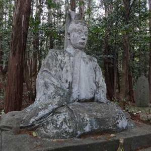 御嶽社に眠る像の作家は?