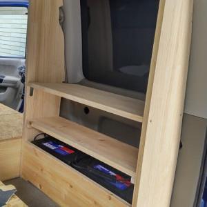 ☆★アトレーワゴン自作軽キャンDIY・・・サイドラックに棚板を追加、走行充電器の配線作業開始!!!