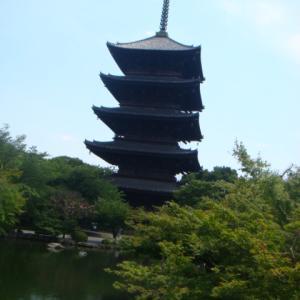 """""""純粋な仏(本質)への道。空海によって建立された東寺の五重塔(写真)"""""""