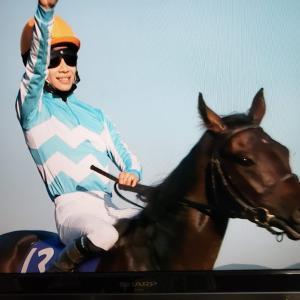 競馬【秋華賞】はデアリングタクトが史上初の無敗の三冠馬に輝きました