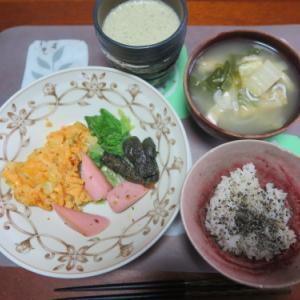 朝:ソーセージ添え玉戸焼き、具沢山味噌汁&野菜ジュース 昼:肉まん、スパイシーチキン&プリン 夜:寿司飯、クリームシチュー、蒸かしサツマイモ&柿