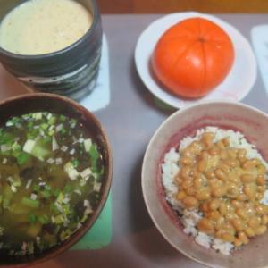 朝:納豆ご飯、金目鯛味噌汁&野菜ジュース 昼:卵添えチキンラーメン 夜:大好きな美味しい我が家のカレー