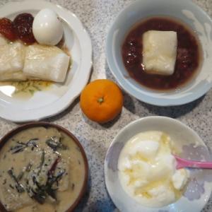 朝:焼餅、あんずの甘煮、ゆで卵、餅入りお汁粉&酒粕入り味噌汁 昼:あんこ餅&じんだん餅 夜:天ぷら&海苔弁