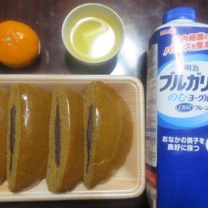 朝:黒糖パン&ヨーグルト 昼:味噌餅&白餅 夜:ゆあーずの唐揚げ、味噌汁&冷奴