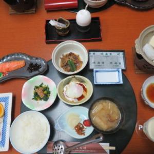朝:和朝食 昼:菓子パン、ミルクプロテインヨーグルト&バナナ 夜:鶏もも・🥔・南瓜・ささぎの煮物、茄子・ウィンナーのチーズ包、トマト、キュウリの糠漬け&新潟産メロン