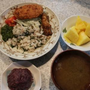 朝:寿司御飯、コロッケ、鰯唐揚げ、おはぎ、パインアップル&シジミ・トロロみそ汁 昼:牛蒡の甘辛揚げ、おはぎ、パインナップル&ヨーグルト 夜:松月の冷やし中華&寿司