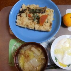 朝:山菜おこわ、味噌汁&ヨーグルト 昼:焼鳥ももタレ、アメリカンドッグ&サバスミルクプロテイン 夜:くら寿司の天丼