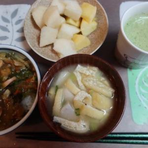 朝:天津丼、里芋と油揚げの味噌汁、フルーツ&野菜ジュース 昼:くら寿司のランチ天丼 夜:チャーハン、野菜煮、山ウド煮、焼鮭&フルーツ