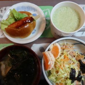 朝:ウィンナーパン、サラダ、味噌汁、野菜ジュース&あんこ餅 昼:助六寿司&二色餅 夜:ステーキ、おから煮、蒸かし🍠、サラダ、具沢山味噌汁&松前漬け御飯