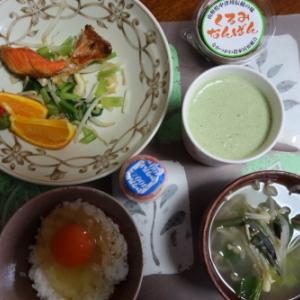 朝:焼き紅鮭、サラダ、卵御飯、くるみなんばん、味噌汁&野菜ジュース 昼:カフェ吾妻のパスタ・ペペロンティーノ 夜:卵焼き、ニシンの甘煮&くるみなんばん