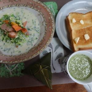 朝:笹巻、トースト、クリームシチュー&野菜ジュース 昼:アップルカスタードパイ、やわらかぶどうぱん&バナナ 夜:カツオ刺身丼、野菜天麩羅、蕗煮&セロリの油炒め