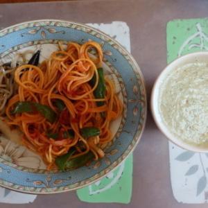 朝:ナポリタン、野菜ジュース、味噌汁、パインナップル&りんご 昼:メロンパン、アメリカンドッグ、コロッケ&コーヒー 夜:鰆西京焼き丼、鶏つくね汁