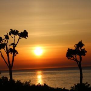 日本海に沈む太陽・1:ホテルグランメール山海荘のテラスから望む夕日
