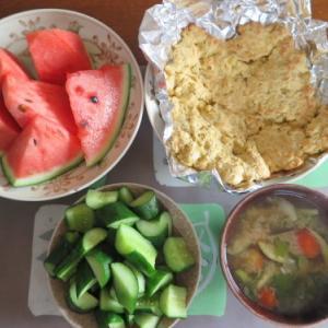 朝:バナナケーキ&みそ汁 昼:冷やしソーメン、小エビ・野菜のかき揚&かっぱ竹輪 夜:自家製ピザ&カレーライス