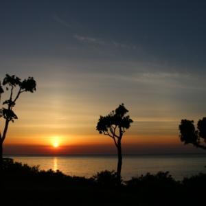 日本海に沈む太陽・3:  ホテルグランメール山海荘のテラスから望む夕日