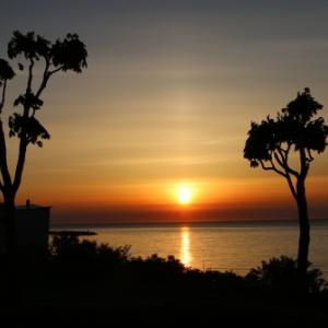 日本海に沈む太陽・2:ホテルグランメール山海荘のテラスから望む夕日