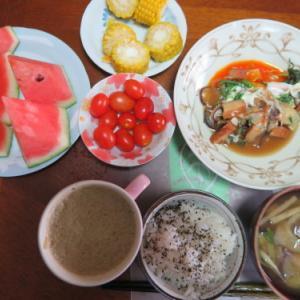 朝:野菜卵焼き、野菜ジュース&みそ汁 昼:カレーライス、ハッシュポテト&揚げ出し豆腐 夜:冷や麦、ビーフソーセージ、温野菜&とまと・キュウリ・もも