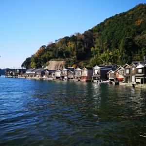 海岸沿いに建ち並ぶ伊根の舟屋✨