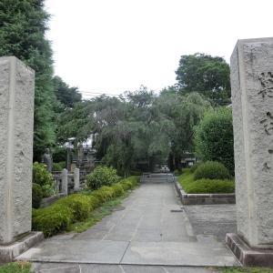 高島秋帆顕彰碑も建つ名刹「松月院」