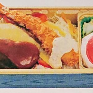 HACHIさんのハンバーグ弁当をお部屋でマッタリ~ほおばってけさいん(*´ω`)