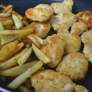 チキンナゲット・手羽先と大根の煮物