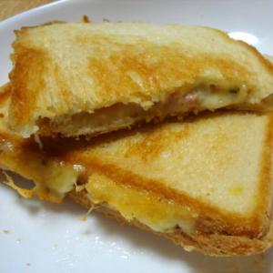 ベーコンチーズのホットサンド