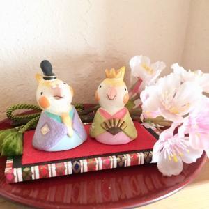 お雛様を飾りました!オカメインコと手作り木目込み人形のお雛様です