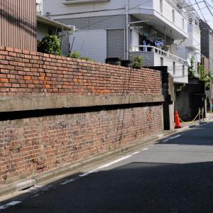 あらかわ遊園の煉瓦塀