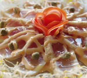 ビンナガマグロの炙りカルパッチョ オーロラソース