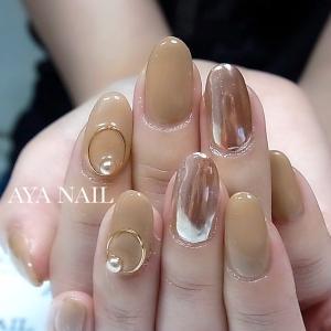 Beige & Mirror nail