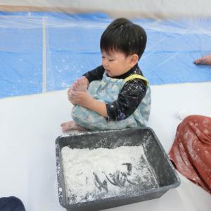 【開催レポート】ホットケーキの粉遊び