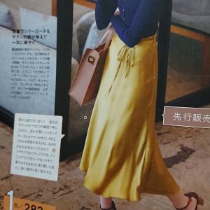 サテンナロースカート×リブニットはパーフェクトな男ウケファッション。