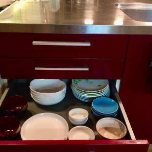 食器の収納と棚板