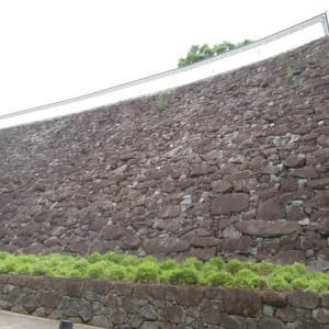 石垣の上部が曲線