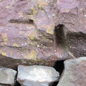 石を割ろうとした痕跡