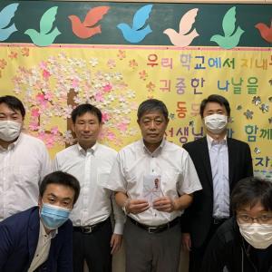 東京青商会からウリハッキョに寄付 5 (都内ウリハッキョ計8校へ支援金を伝達)
