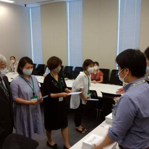 「幼保無償化朝鮮学校幼稚園適用」の署名提出の様子
