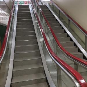 元エスカレーターの階段はこちら