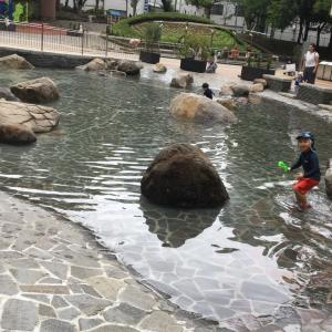 雨上がり水遊び