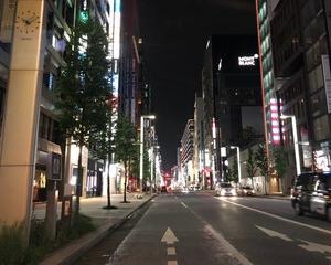 夜の銀座の街を眺めて…(?_?)
