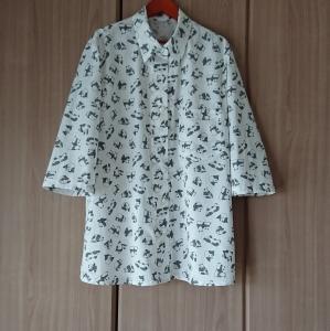 パンダ柄のシャツブラウス