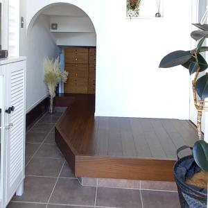 小さな玄関、鍵置き場や玄関収納