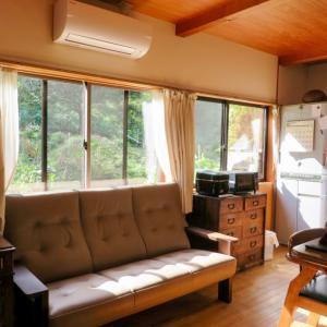 年代物のタンスと新しいカリモクのソファ。 納品実例 ソファWT36 石川県金沢市I様