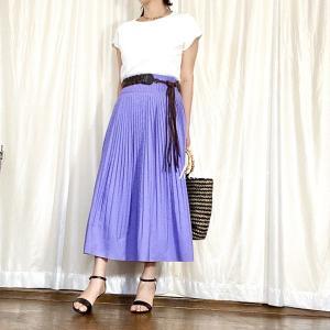 ちょうどよい華やかさ!Tシャツ+カラースカートのアラフィフコーデ