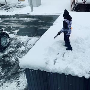 車庫の雪おろし