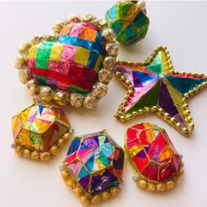 〈募集〉9/15 お菓子の包みでキラキラ帯留め&ブローチ作りワークショップ開催!