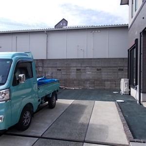 久留米市御井旗崎で防草・防犯砂利(化粧砂利)敷設工事をしました。