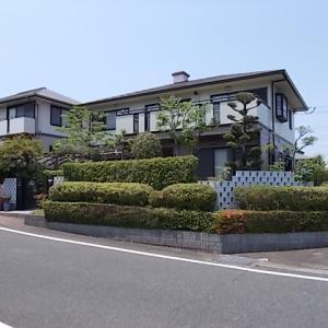 筑紫野市美しが丘南でマキ、モッコク、ヒイラギモクセイ、サツキの生垣を剪定しました。