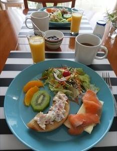 ベーグルの朝食
